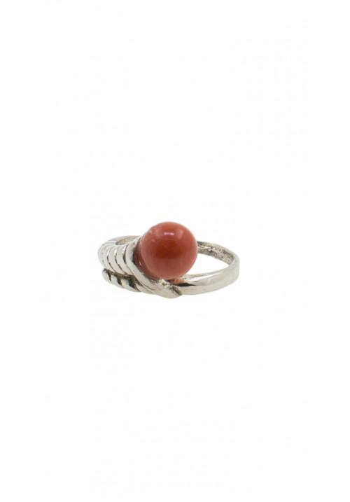 Anello in argento con sfera di corallo rosso cerasuolo