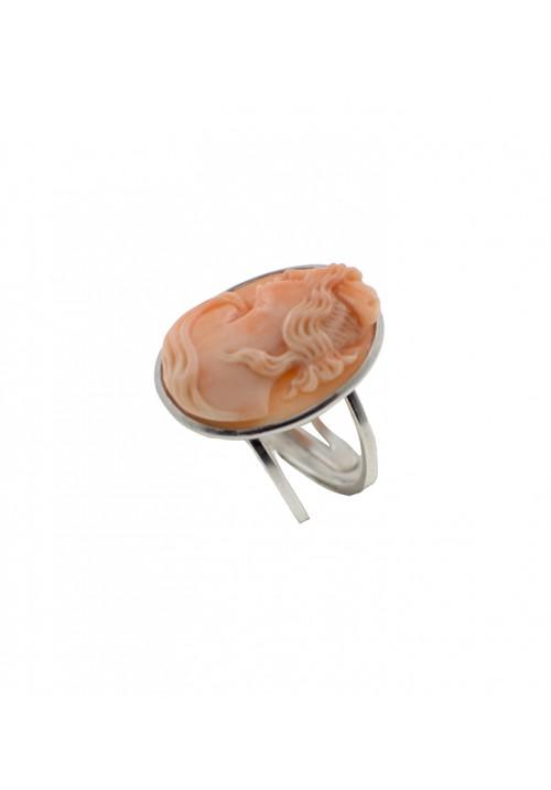 Anello in argento con cammeo in corallo rosa