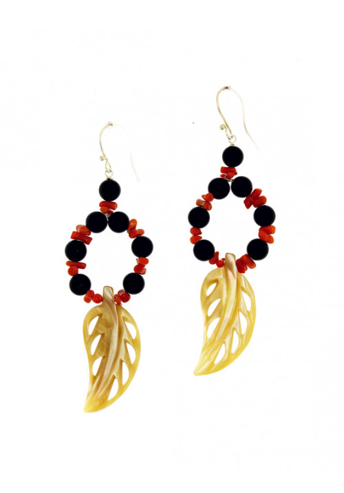 Orecchini pendenti in corallo rosso naturale e onice
