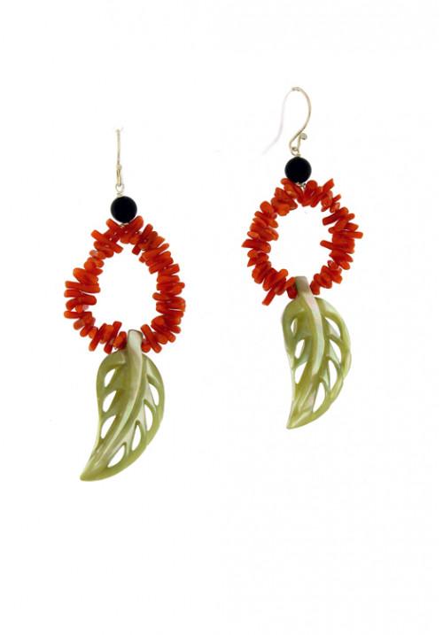 Orecchini pendenti in corallo rosso naturale con foglia